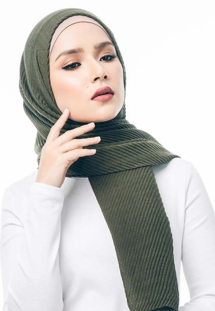 Pleated Wide Shawl Olive